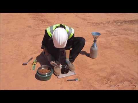 Ensayo de densidad y peso específico del suelo con el método de cono y arena