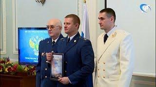 Лучшие прокуроры области получили награды в честь грядущего профессионального праздника
