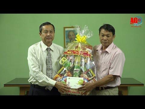 Phó Chủ tịch UBND tỉnh Lê Văn Nưng thăm, chúc Tết các gia đình chính sách và lực lượng vũ trang