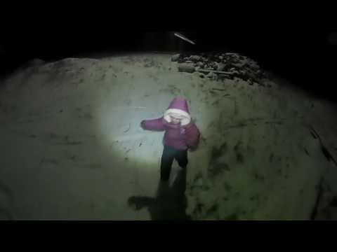 Закаляем ребёнка ходьбой по снегу