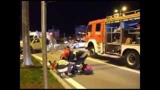 Zderzenie dwóch samochodów w Krośnie - akcja ratunkowa