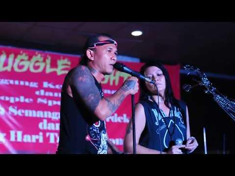 Melanie Subono Feat Mike Marjinal---Nyalakan Tanda Bahaya