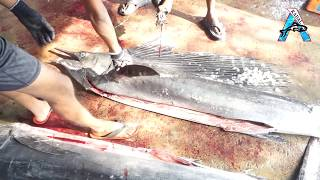 Cutting Big Fish With Knife