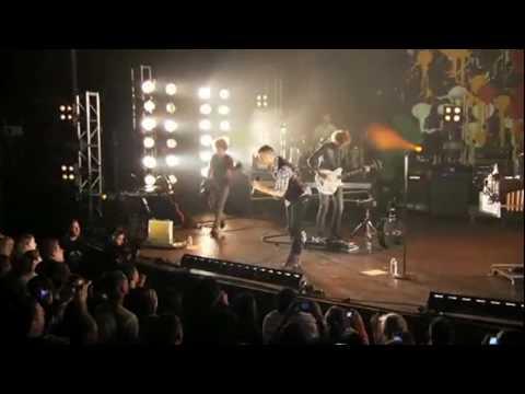 OneRepublic - Waking Up ( Live Walmart Soundcheck )