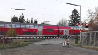 Bahnübergang Kuhlenmoorweg  Ahrensburg ++ viel Verkehr am BÜ ++ seltene BÜS72 Lichtzeichen