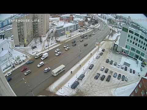 Volkswagen Polo после ДТП вылетел на тротуар, где наехал на пешеходов