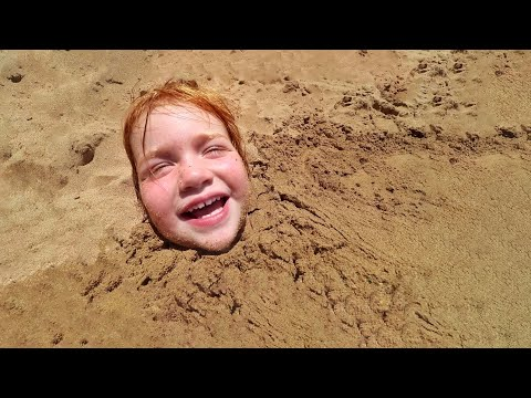Adley Beach Reviews!! Sand Castle and Buried Routine in Hawaii
