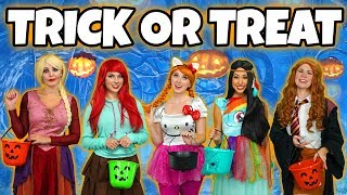 PRINCESS TRICK OR TREAT. (Halloween with Elsa, Anna, Ariel, Belle and Pocahontas) Totally TV