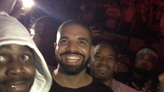 (original mp3) Travis scott surprises with Drake and he moshs with crowd in Portland, Oregon!