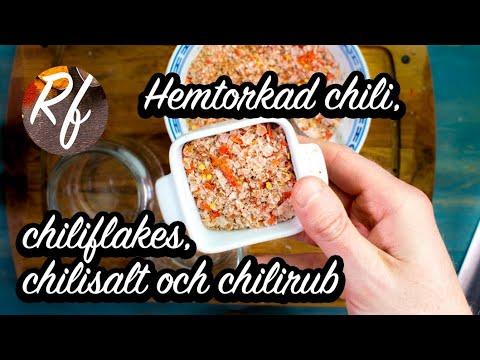 Hur du torkar chili hemma. Sedan kan du mala dem till chiliflakes och dessa kan du blanda till eget chilisalt eller chilirub.>