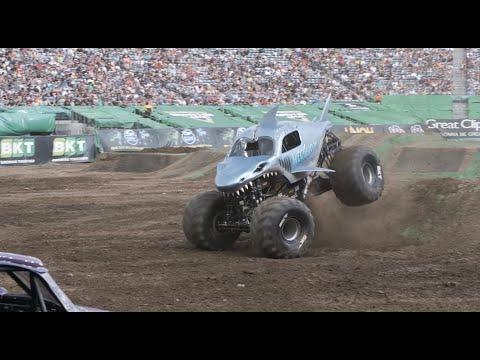 Monster Jam 2021 イースト ルーサーフォード NJ のハイライト動画