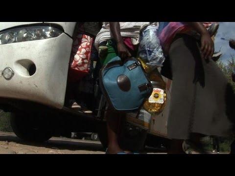 Violences xénophobes en Afrique du Sud: des centaines de Zimbabwéens rentrent chez eux