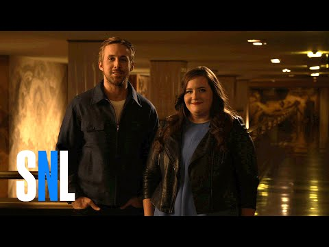 SNL Host Ryan Gosling & Aidy Bryant Wail on Their Pecs