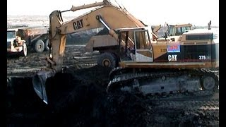 preview picture of video 'CAT 375 LME AND MORE - HEAVY EARTHMOVING HIGHWAY A38, LEIPZIG / GERMANY, 2003. #2 ***'