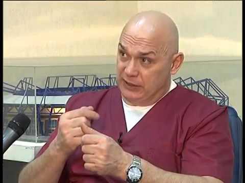 Un medico per malattie delle articolazioni