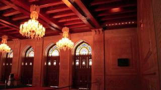 preview picture of video 'The Sultan Qaboos Grand Mosque'