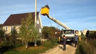 Подъём кабеля СИП2 и зацепление на монтажные ролики