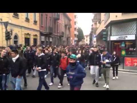 Migliaia di studenti in corteo a Saronno