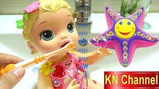 Đồ chơi trẻ em BÚP BÊ KN Channel KHÔNG CHỊU ĐÁNH RĂNG | BÉ NA TẶNG ĐỒ CHƠI MỚI