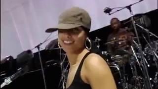 Alicia Keys - Dragon Days - Rehearsed (Ensayo) 2004