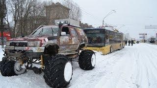4х4 против снега и гололеда.Джиперы в Киеве помогали вытягивать засевшие машины оффроад off-road 4x4