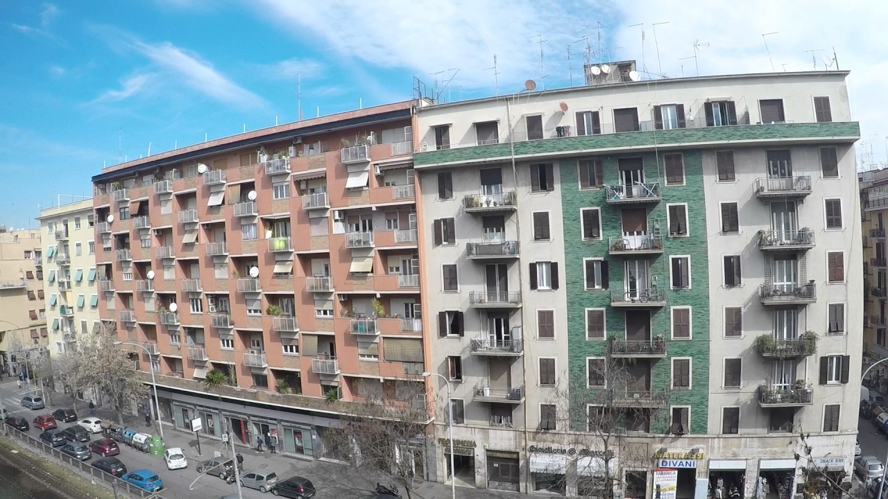 Twin Beds in Rooms for rent in 2-bedroom apartment with Wi-Fi in Malatesta area