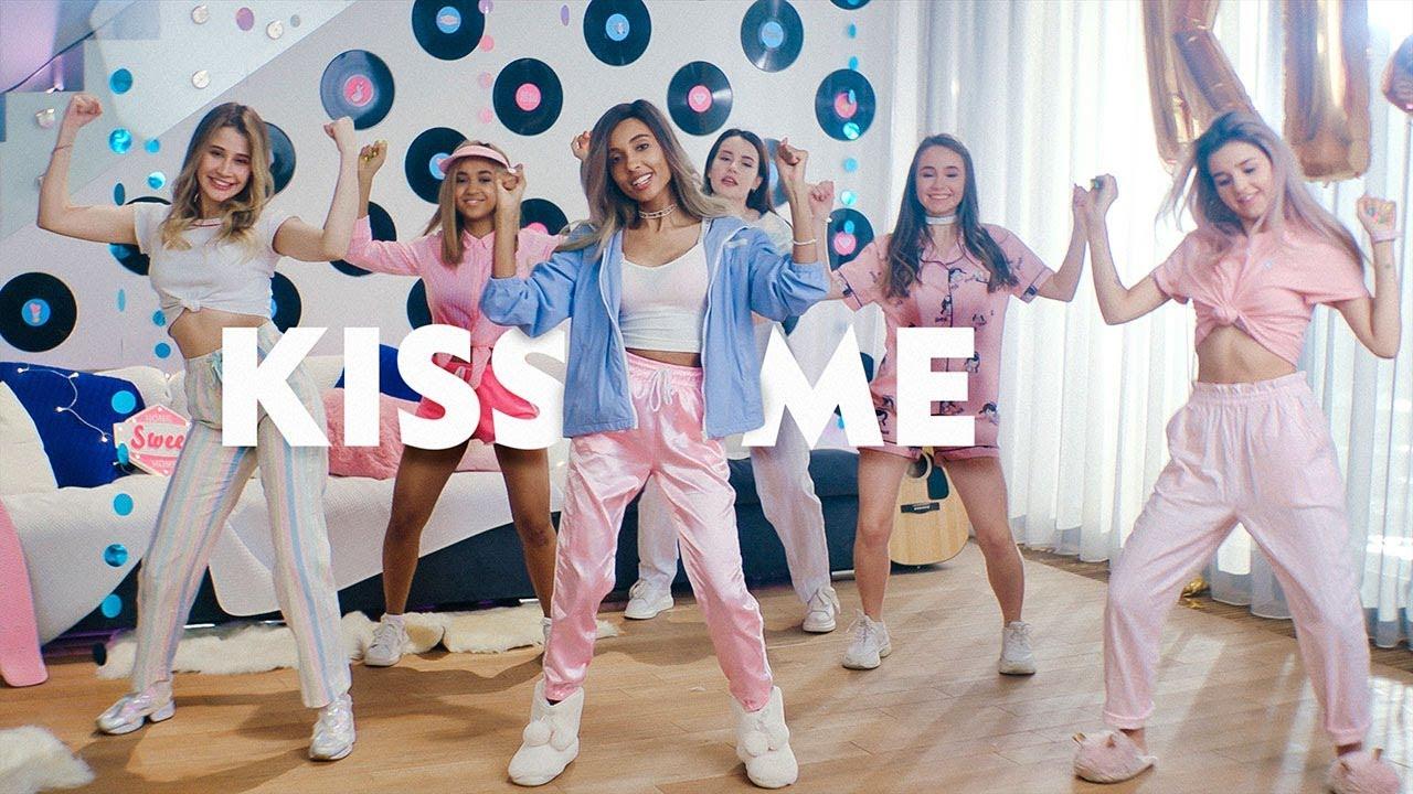 Мари Сенн — Kiss me
