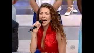 THALIA canta a capella de MENTA Y CANELA com seus fãs no Brasil - by @renaron