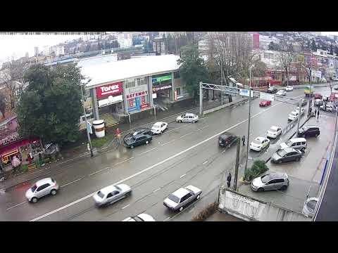 В Сочи водитель жигулей зацепил припаркованные автомобили