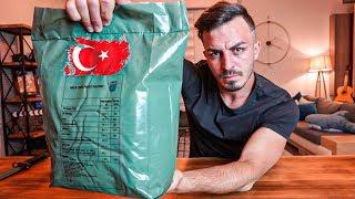 TÜRK ASKERİ YEMEKLERİNİ DENEDİM!!   TURKISH MRE videomuz sizlerle. Arkadaşlar bugün Askerlerimizin sırt çantasında arazide yediği yemek rasyon paketini bulduk ve sizler için videosunu çektik. Çok güzel ve merak edilen bir konu olduğu için güzel eğlenceli bir video oldu. İyi seyirler.  Paketi bize gönderdiği için Tada firmasına teşekkür ederiz.  Fester Abdü  https://www.instagram.com/delimine  İrtibat & İşbirliği: Türkiyenin En Çılgın YouTube Kanalı delimine@creatorstation.com