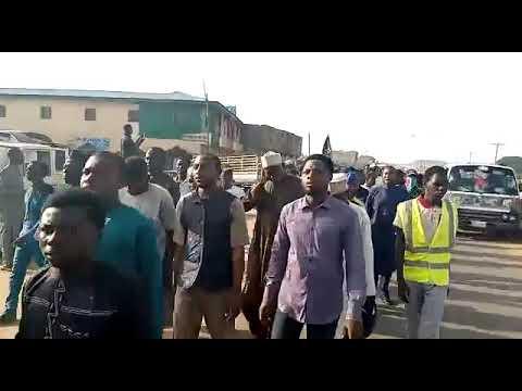 Nijerya'da İmam Hüseyin Sevdalıları Aşura Merasimi Düzenliyor