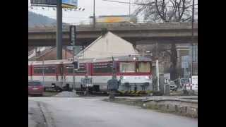 preview picture of video 'Double ZSSK 813 [Os 3515] arriving at Žilina train station'