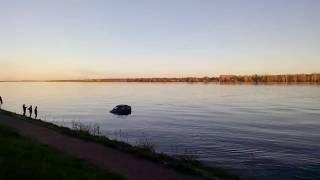 В Краснокамске иномарка затонула в реке вместе с водителем