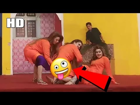 Warda   Sunehri Khan   Afreen Pari Medley Performance   Stage Dance - #SaraikiMusicBaba