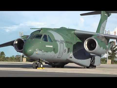 Un KC-390 para lanza paracaidistas brasileños en los Estados Unidos en una misión real