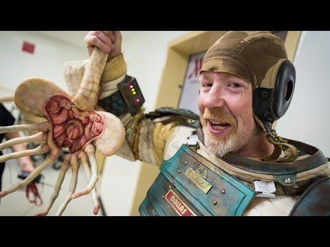 hqdefault - El divertido y curradisimo disfraz para pasar inadvertido Adam Savage (MythBuster - Cazadores de Mitos) en el Comic Con