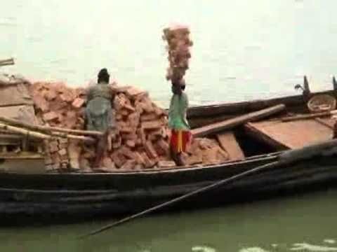 原來印度人是這樣搬磚