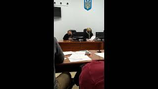 В Чернигове судья заснул во время заседания. ВИДЕО