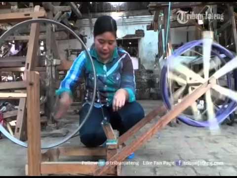Video VIDEO Rumitnya Pembuatan Kain Tenun Tradisional Khas Jepara Jateng