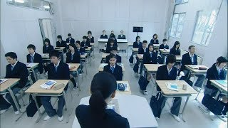 学校实行了一种新的教育制度,为了达到目的,老师和同学互相利用!
