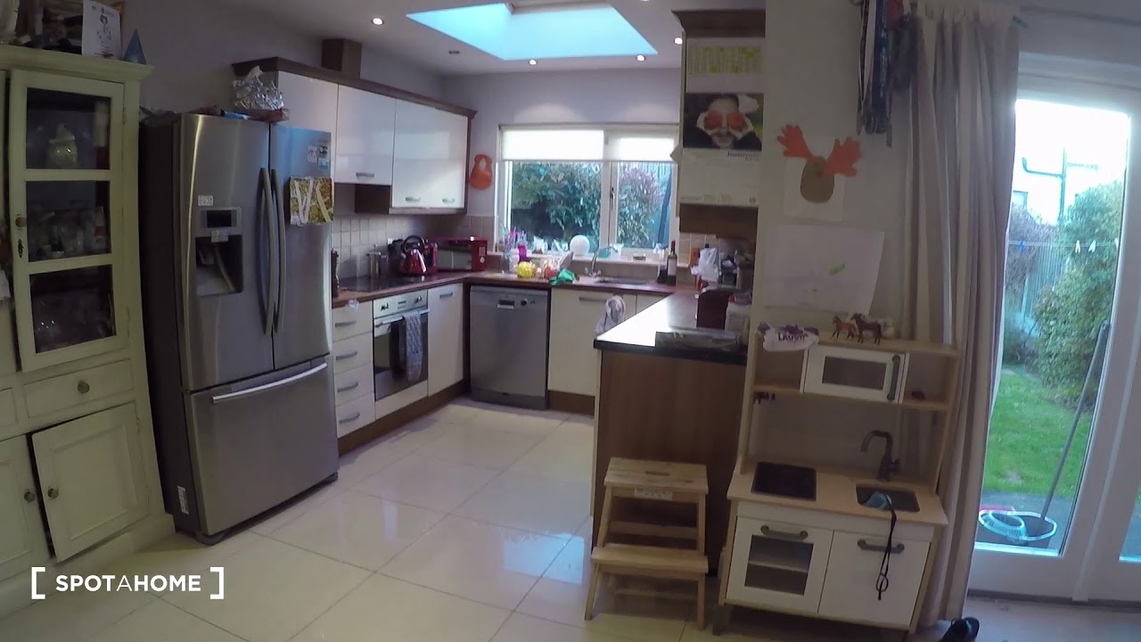Single Bed in Room to rent in charming 4-bedroom house near Stepney Green Park in Stepaside
