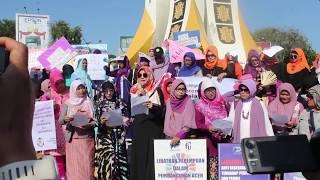 Aktivis Perempuan Aceh Demo di Simpang Lima