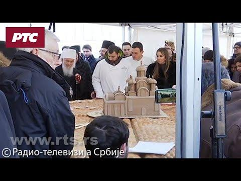 Чесница од 250 килограма ломљена испред Храма Светог Саве