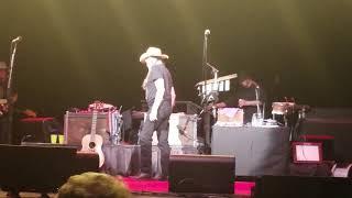Willie Nelson not happy.... Cancels show.. | Kholo.pk