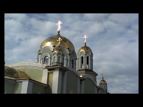 Иннуська едет в храм святить паски)