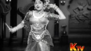 Padmini Vyjayanthimala - Kannum Kannum Kalandhu song Tamil hit movie song Vanjikkootai Vaaliban 1958