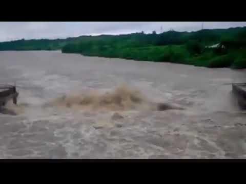 Из-за сильных ливней на Кубе рухнул мост