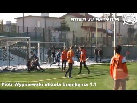 Piotr Wypniewski strzela bramkę na 1:1 w meczu z Concordią Elbląg