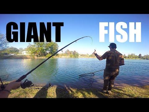 Forno in una tenda per inverno pescando da