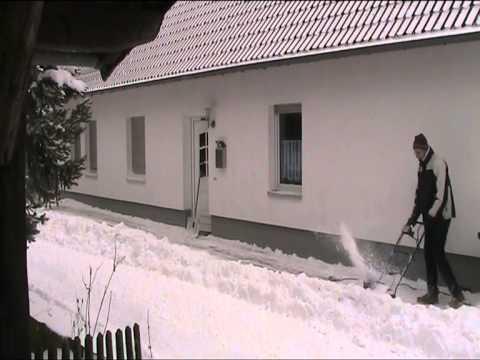Elektrische Schneefräse Güde GESF400 in der Eifel